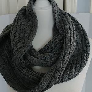 Aeropostale Gray Chunky knit Infinity Scarf